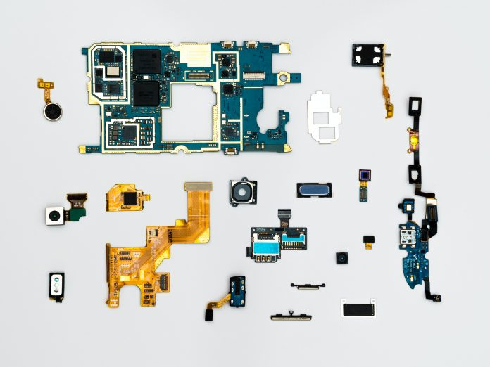 Things to Look for While Finding a Mobile Phone Repair Expert