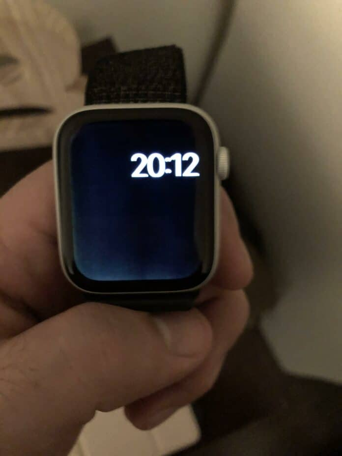 Apple iWatch Series Facing Criticism Over Display Backlight Bleed